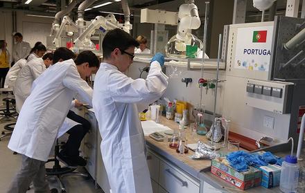 Ouro para alunos portugueses na Olimpíada da Ciência da UE