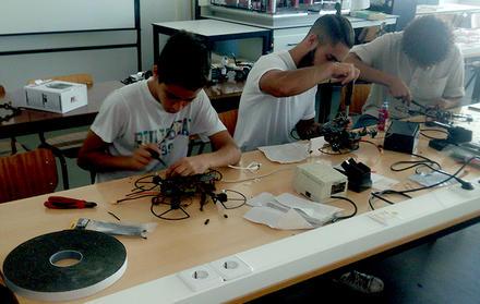 ''Construir drones - Uma das maneiras mais divertidas de aprender!''
