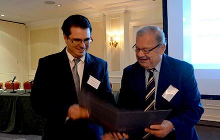"""Aluno de Doutoramento da FCT NOVA recebe """"Best Student Paper Award"""""""