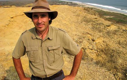Professor Octávio Mateus descobre um dos maiores trilhos mundiais de pterossauro