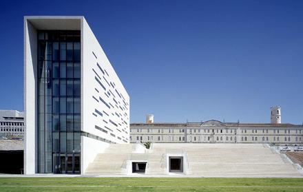 Universidade Nova de Lisboa passa a Fundação