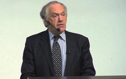 Professor Peter Atkins profere conferência na FCT NOVA
