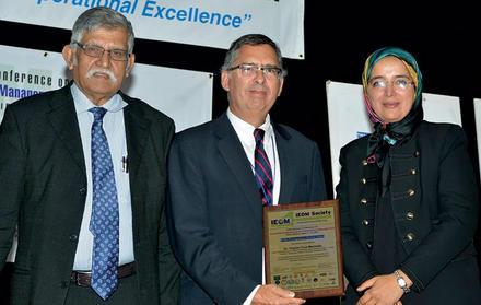 "Professor Virgílio Cruz Machado recebe ""IEOM Distinguished Service Award"""