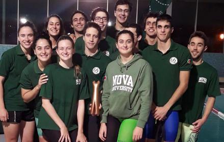 Equipa de natação da NOVA