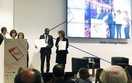 Helena Navas e António William Pereira Agostinho a receber o prémio