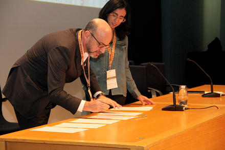 Vice Rector of NOVA signing the Letter of Intent