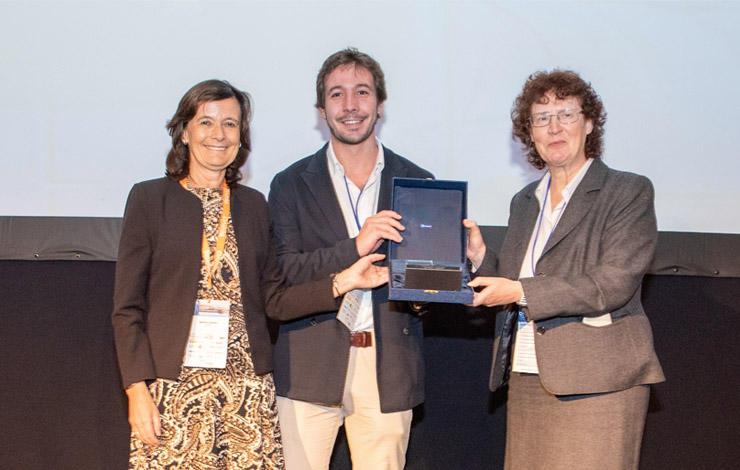 Helena Navas volta a receber o prémio de melhor artigo do ano